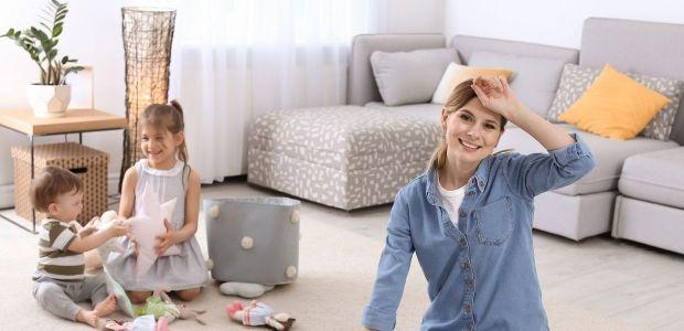 Nienawidziłam sprzątania przy dziecku, dopóki nie wpadł mi w ręce... mop parowy!