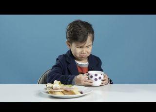 Dzieci próbują śniadań z różnych krajów. Zaskakująca reakcja na polskie śniadanie - film