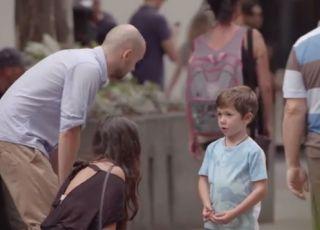 Kto pomoże dziecku, które się zgubiło? Niezwykły test na wrażliwość!