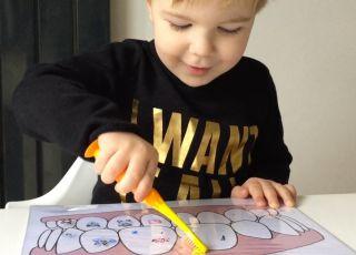 Jak nauczyć dziecko myć zęby poprzez zabawę?