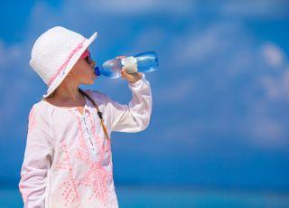 Ekspert: To rodzice przeszkadzają dzieciom w piciu wody!