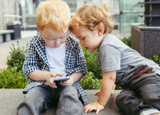 Dziś największym zagrożeniem dla rozwoju dziecka jest zwykły smartfon [ROZMOWA Z EKSPERTEM]
