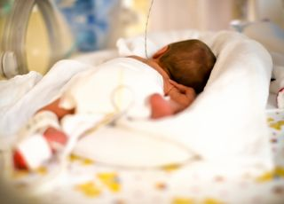10 dniowy noworodek wymiotował jasnożółtym mlekiem