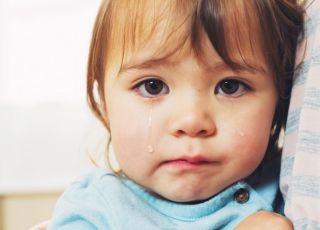 2-latka ze śladami pobicia