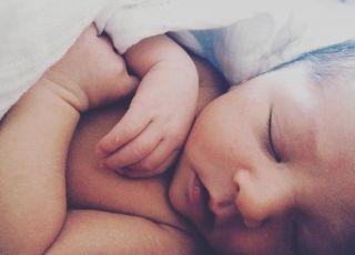 2-tygodniowe niemowlę dokarmiane sztuczną mieszanką