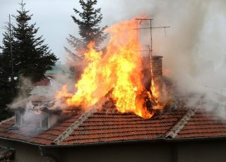 3-latek wzniecił pożar w mieszkaniu