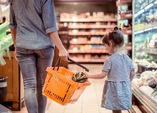 3-latka z mamą na zakupach