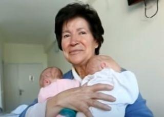 64-latka urodziła bliźniaki