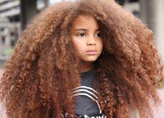 7-latek z Londynu został modelem dzięki bujnym włosom