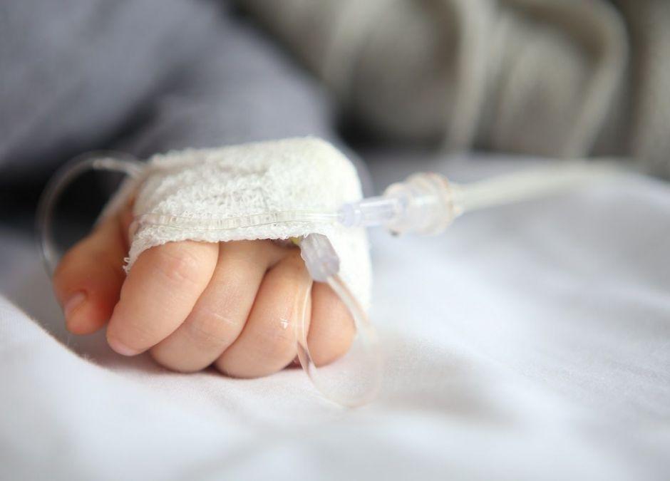 7-miesięczne niemowlę zarażone koronawirusem