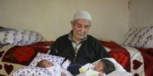 85 letni ojciec bliźniaków
