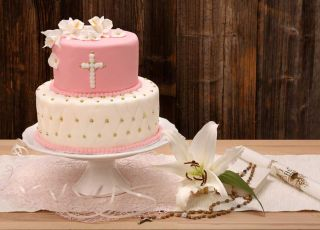 Różowy tort na chrzciny dla dziewczynki