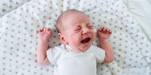 afty u dzieci, przyczyny aft, afty w buzi dziecka, biały nalot w buzi, aftowe zapalenie jamy ustnej