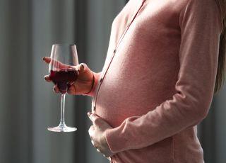 Ile alkoholu we krwi matki szkodzi nienarodzonemu dziecku? Sprawdź!