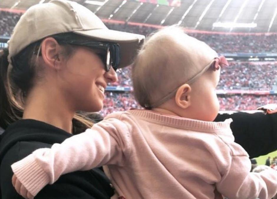 Ania i Klara Lewandowskie na meczu