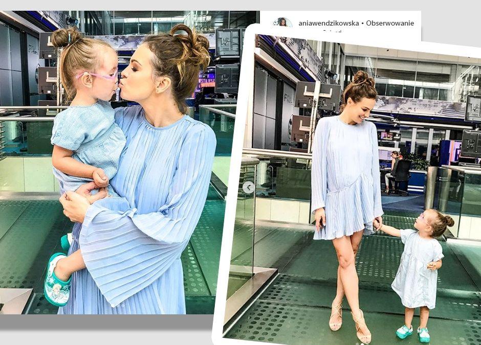 ania wendzikowska z córeczką w sukienkach w elzowym kolorze