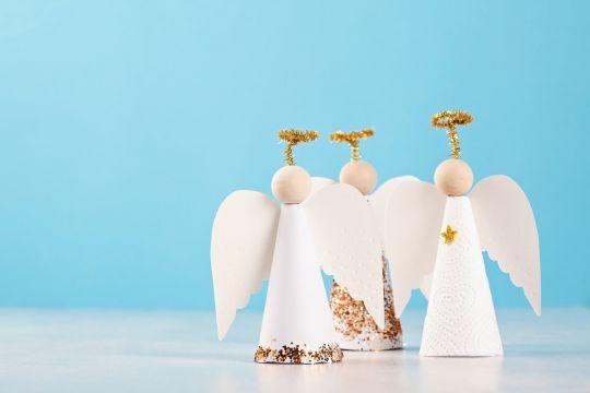 ozdoby świąteczne dla dzieci na Boże Narodzenie: aniołki z papieru