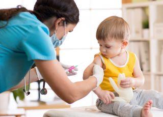 Antyszczepionkowcy wdarli się do domu dziecka. Chcieli powstrzymać szczepienie