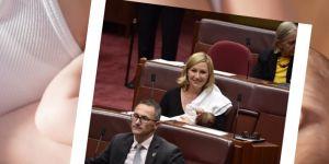 Australijska senatorka karmi dziecko piersią w parlamencie