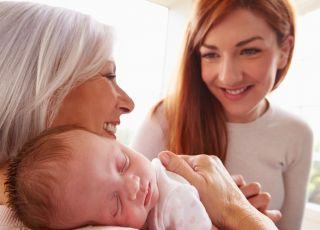 Babcia i mama z dzieckiem