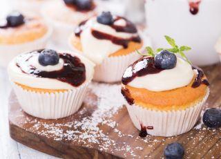 babeczki, ciastka, krem, owoce, piknik, muffiny, muffinki, cupcakes