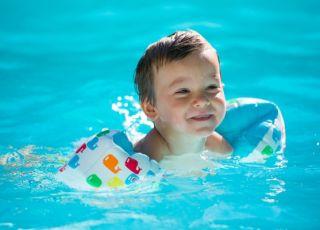 basen, dziecko, dziecko na basenie, pływanie