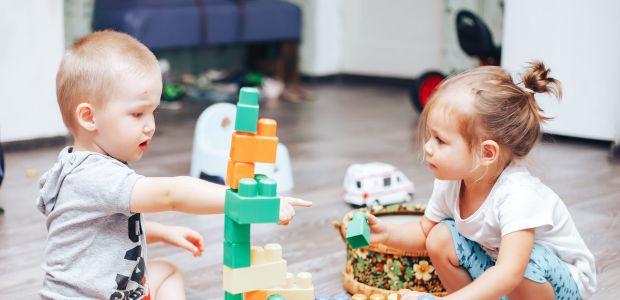 bawiące się dzieci 2