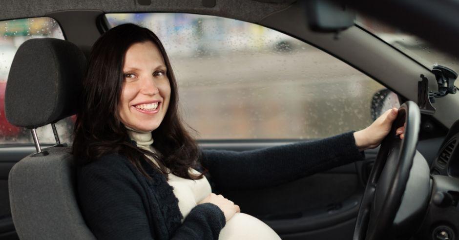 bezpieczeństwo w ciąży, ciąża, zagrożenia w ciąży, auto, samochód