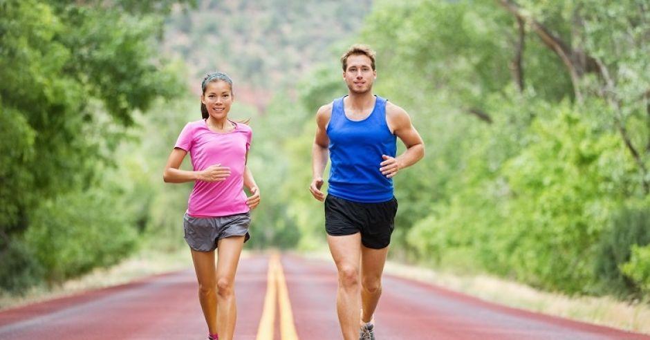 Bieganie, biegnąca para