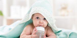 błędy pielęgnacyjne u niemowlaka, dziecko pod ręcznikiem