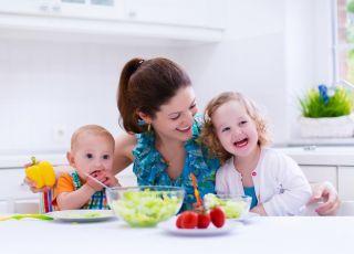 BLW: Co można dać dziecku do jedzenia? [WIDEO]