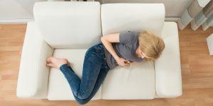 Ból brzucha, dolegliwości żołądkowe, kobieta, cierpienie