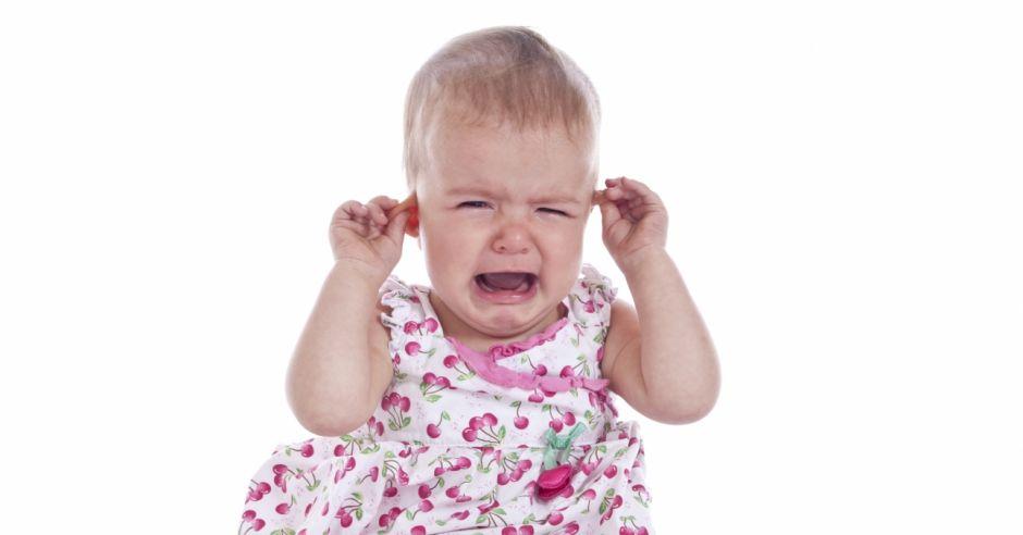 ból ucha niemowlaka lub ząbkowanie