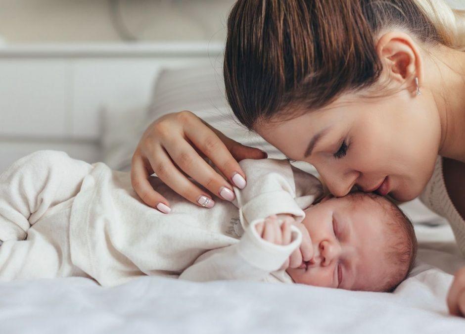 Brak przytulania wpływa na geny niemowlaka