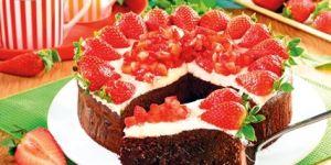 Brownie z mascarpone i truskawkami