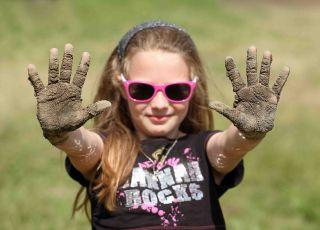 brudne dzieci, higiena, brudne ręce, jak dbać o czystość, jak uczyć dziecko higieny, zarazki, bakterie, mycie dzieci, szczęśliwe dzieci