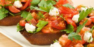 bruschetta, grzanki, pomidory, tosty