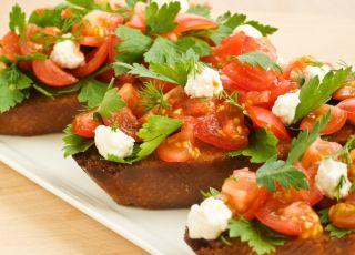 przepis na andzrejki bruschetta, grzanki, pomidory, tosty