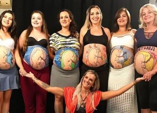 Piękna akcja! Przyszłe mamy namalowały swoje dzieci na ciążowych brzuszkach