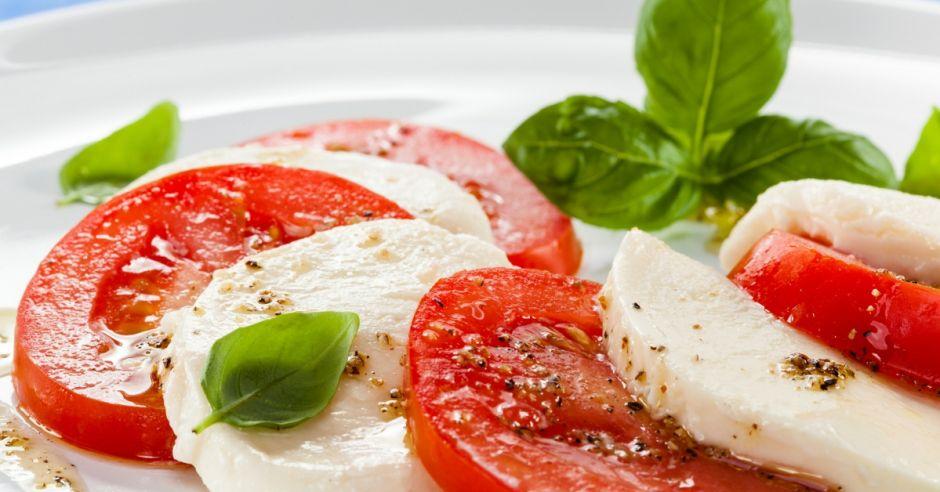 caprese, sałatka, pomidory, mozarella
