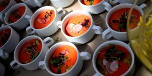 Chłodnik z pomidorów, truskawek i guacamole - przepis na chłodnik