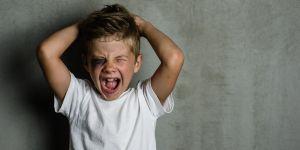 chłopcy potrzebują wsparcia  w wychowaniu emocje