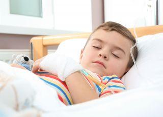 Chłopiec chory na bialaczkę