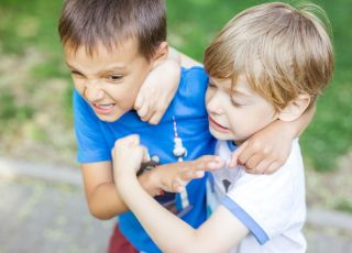 Chłopiec dokuczał innym dzieciom dla zabawy