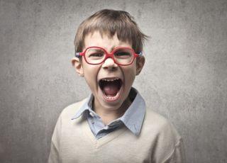 chłopiec, krzyk, dzicko, złość, chłopiec w okularach