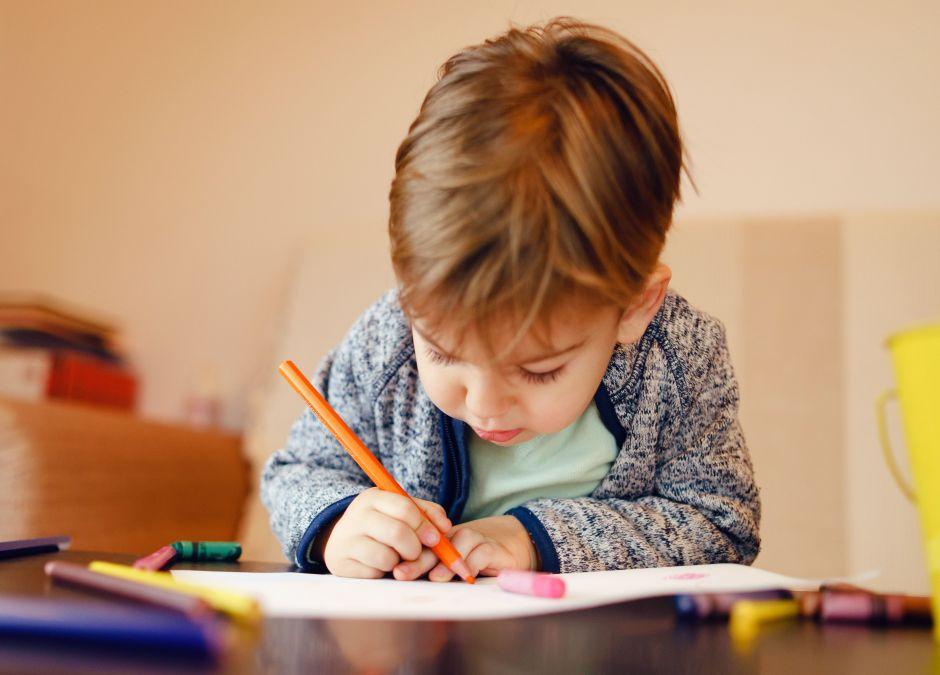 Chłopiec, który ma autyzm