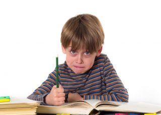 chłopiec nie lubi pisania