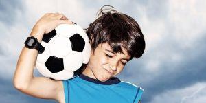 chłopiec z piłką nożną, piłka nożna, football