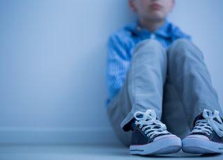 Chłopiec zamknięty w pokoju przez 19 godzin
