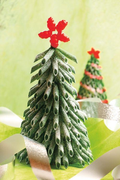 ozdoby świąteczne – choinka z makaronu